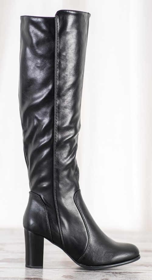 Magas fekete csizma rugalmas műbőrből készült