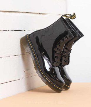 Női cipők egy kis extravaganciával